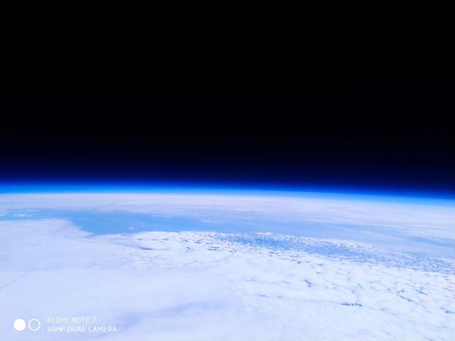 Redmi Note 7 hace una foto en el espacio y vuelve impoluto